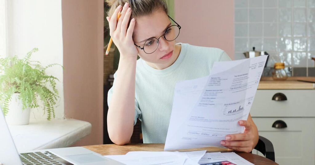 Pictur eof women worry about credit card debt